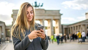 Traveling Internationally with Your Phone? Here's What You Need Know