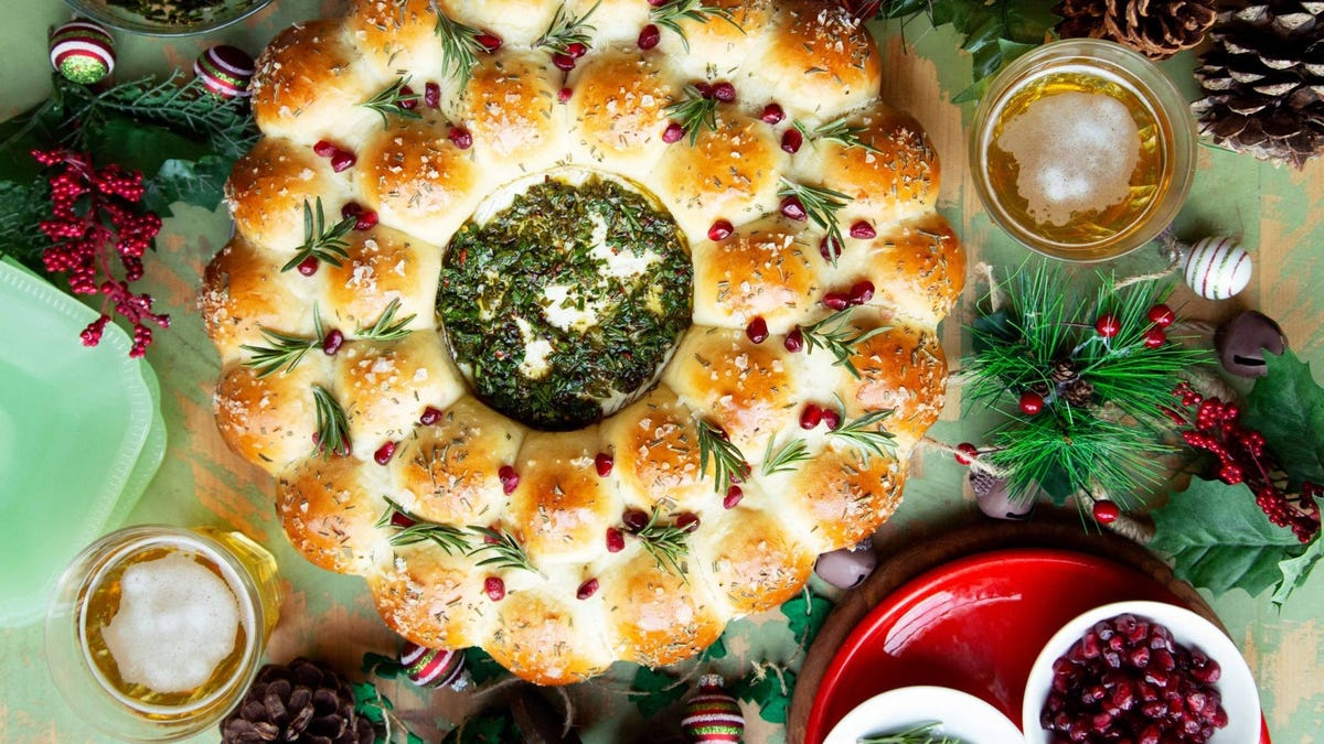 Baked Brie Bread Wreath