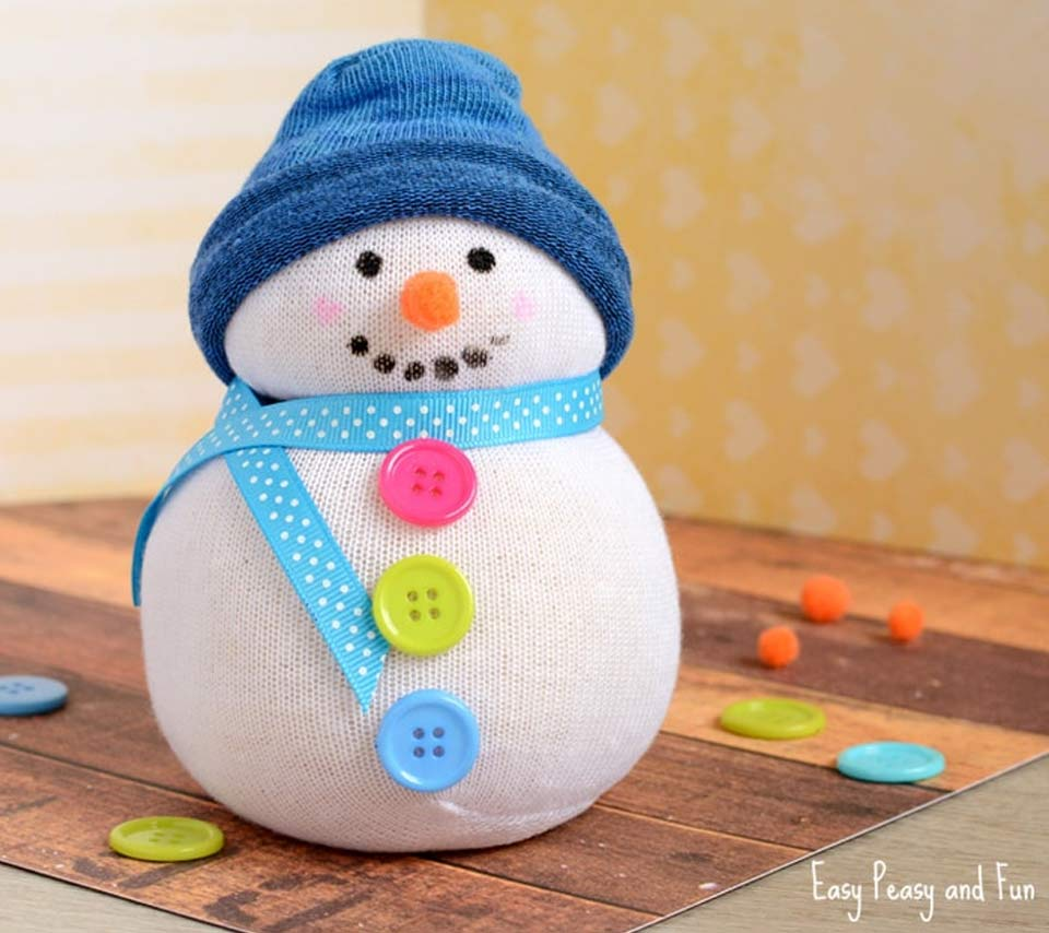 A no-sew snowman made from a sock.