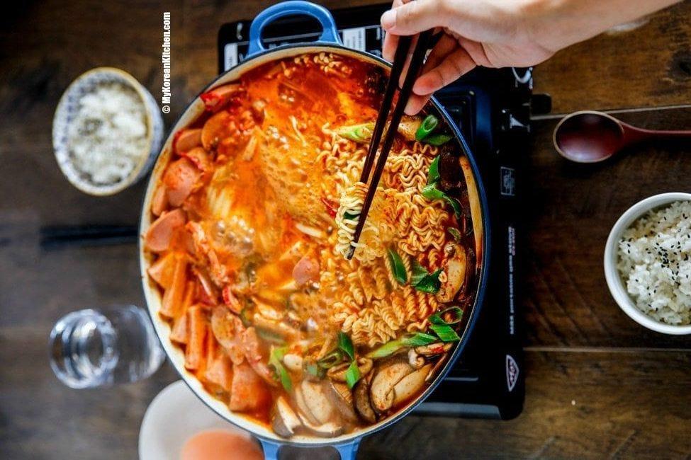 Korean army stew budae-jjigae