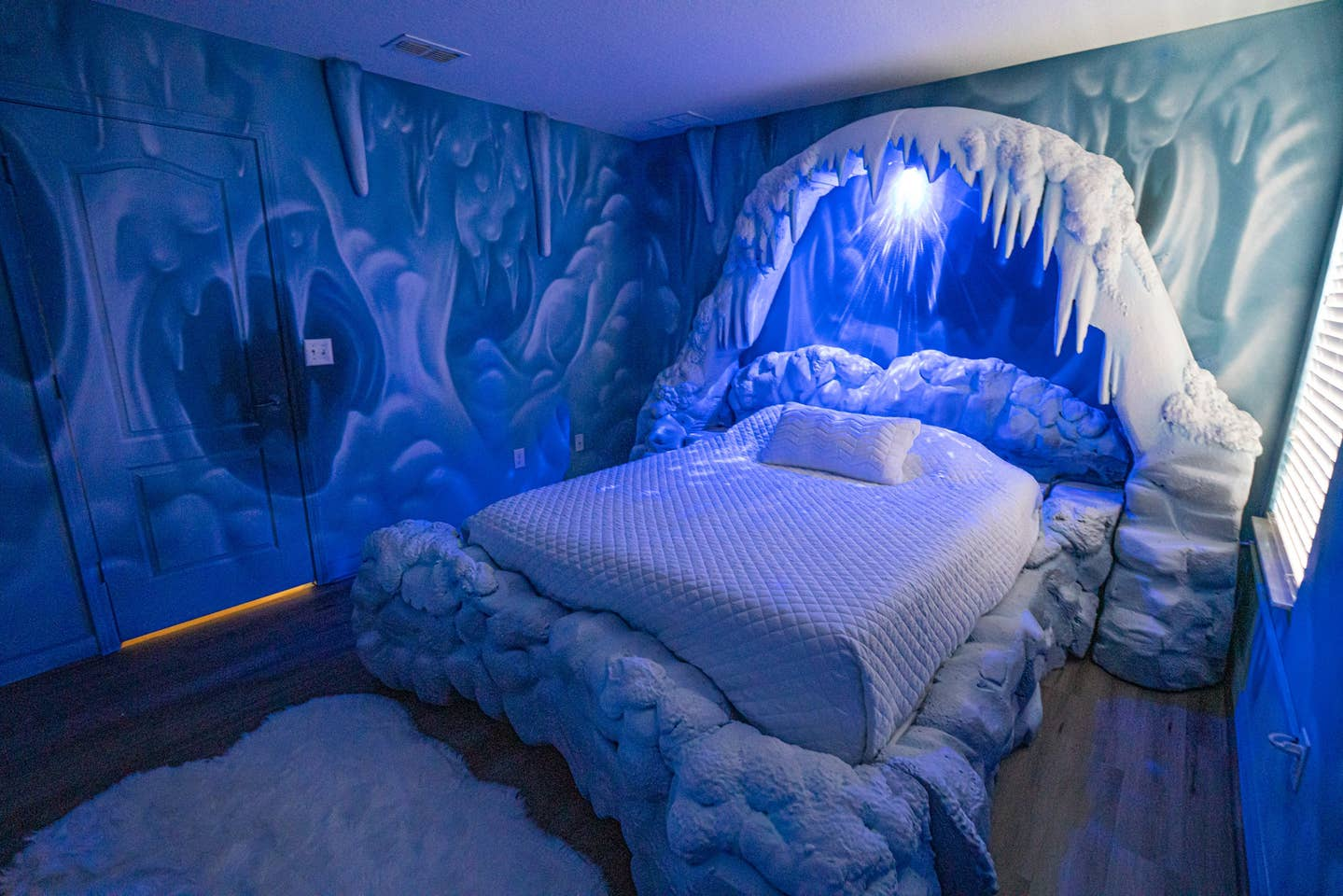 star wars airbnb bedroom decorated to look like Hoth