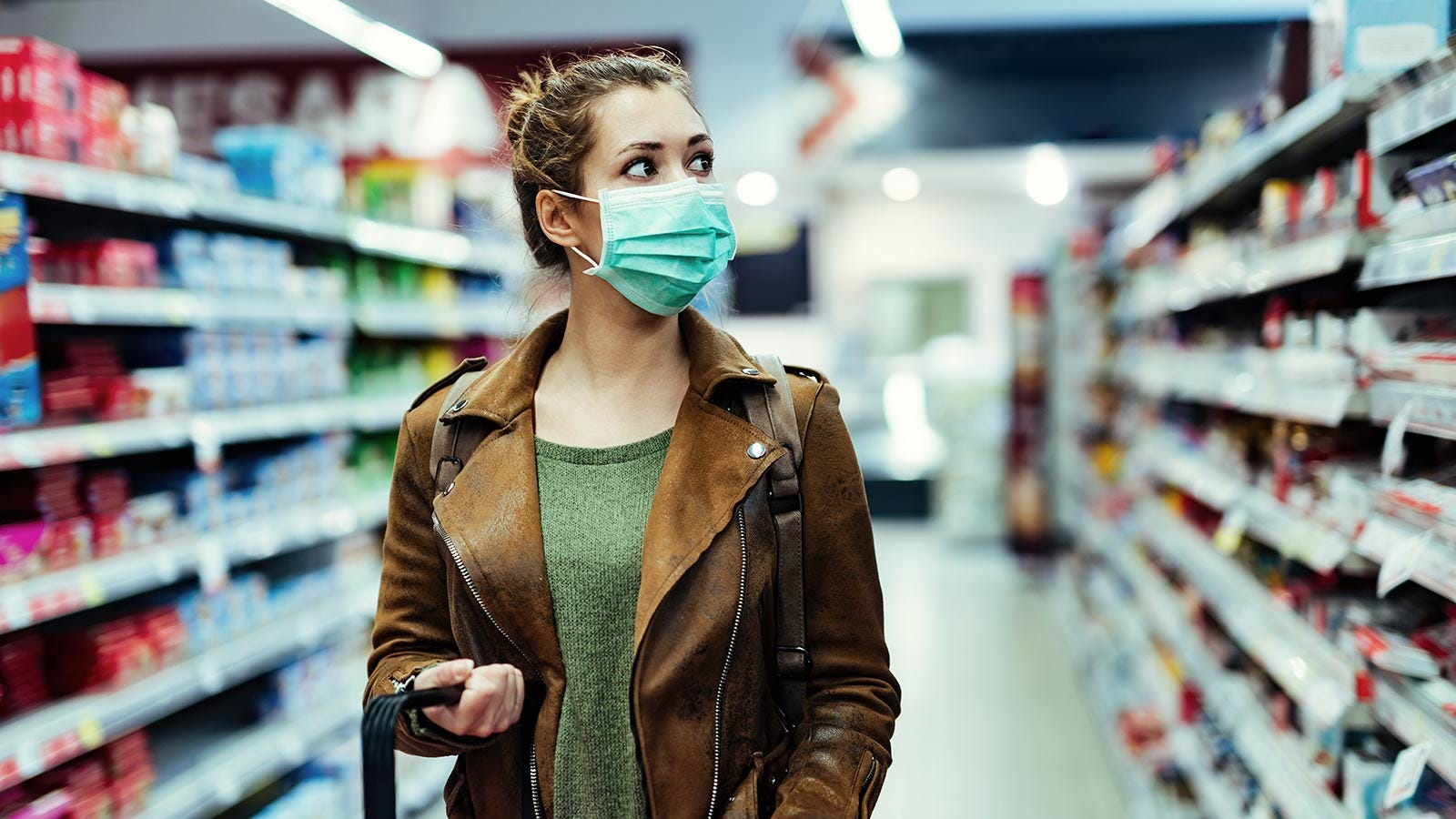 Woman wearing mask while grocery shopping.