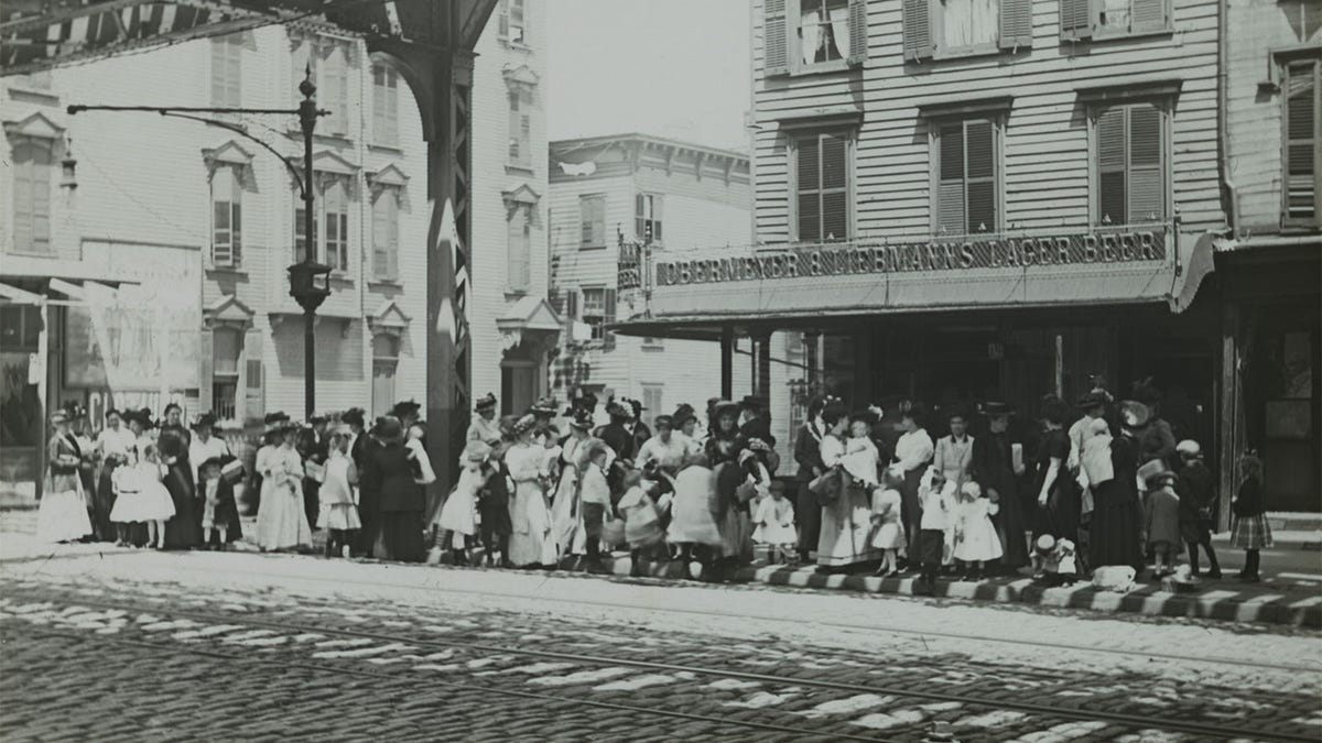 An early 20th century photo of a crowd on a Mother's Day outing.