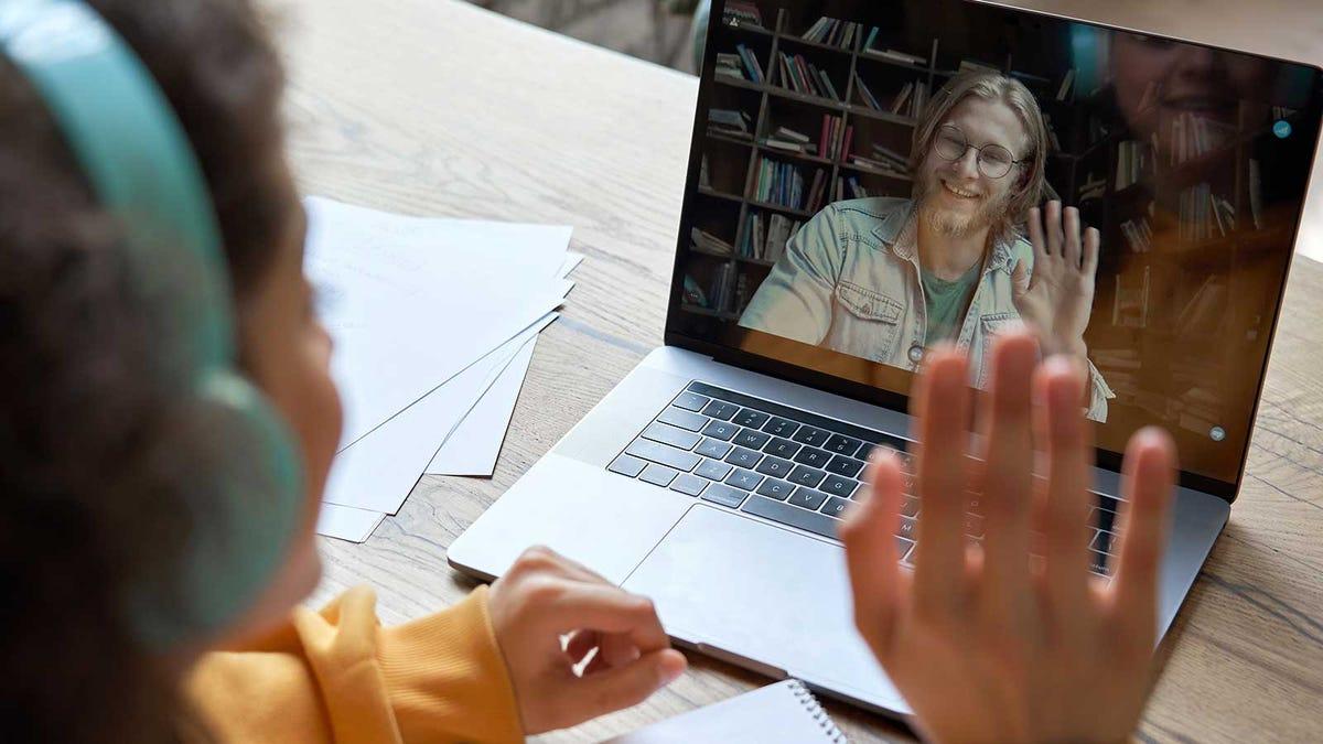 A student waving hello at her virtual tutor.