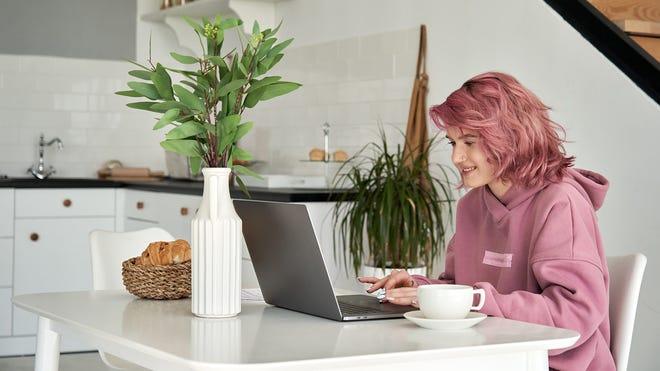 6 Ways Your Teen Can Earn Money Online