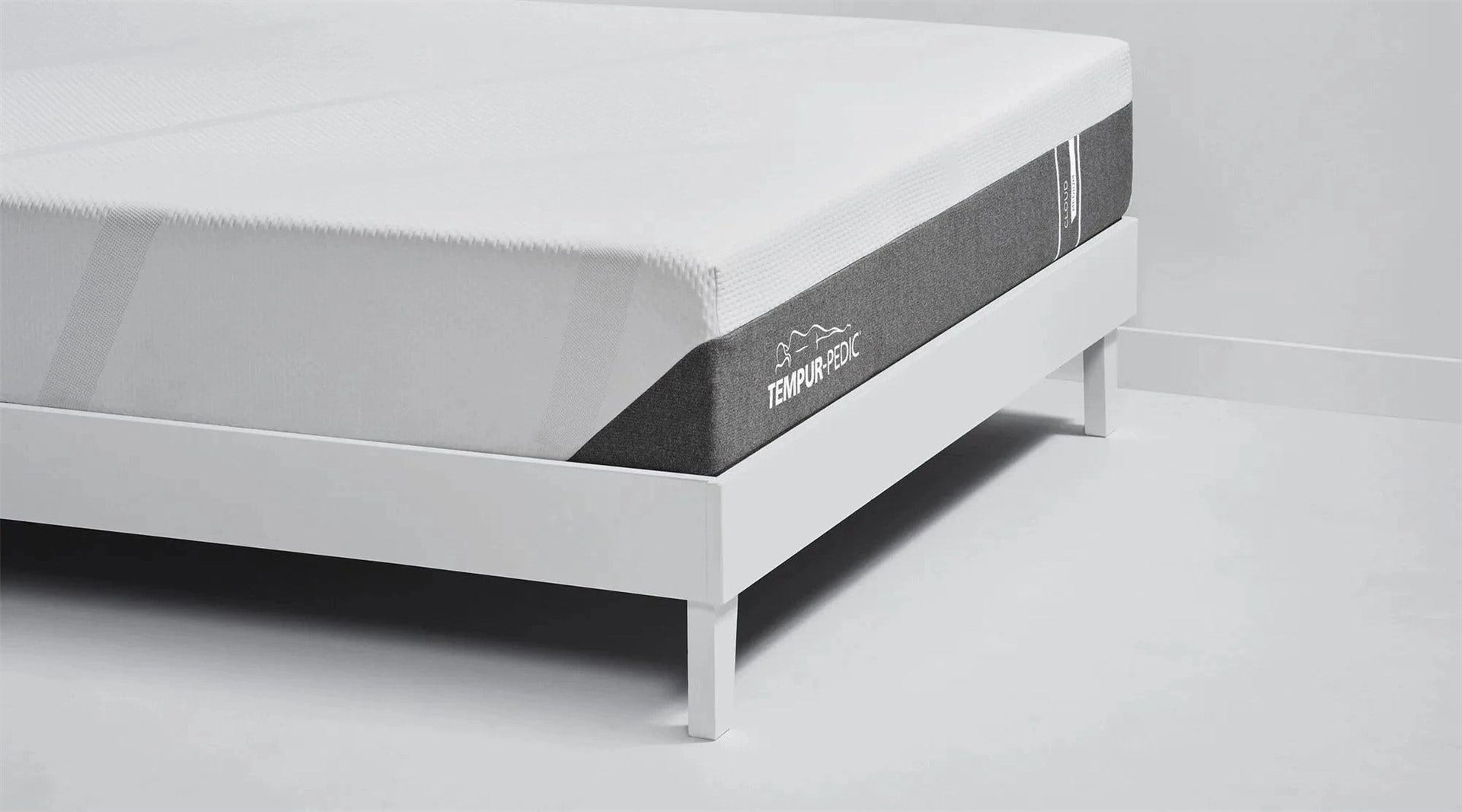 The corner and back edge of the Tempur-Pedic Cloud mattress