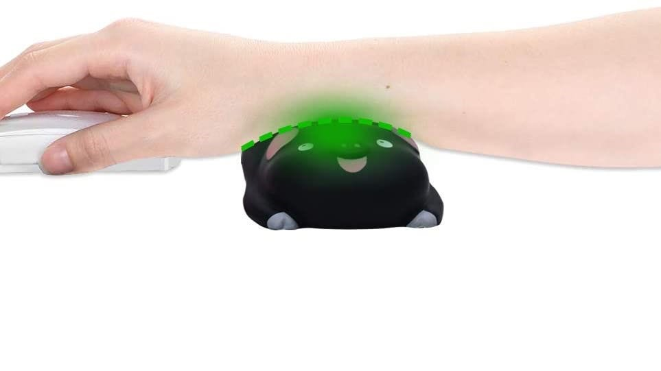 Someone using a mouse with a wrist support piggy.