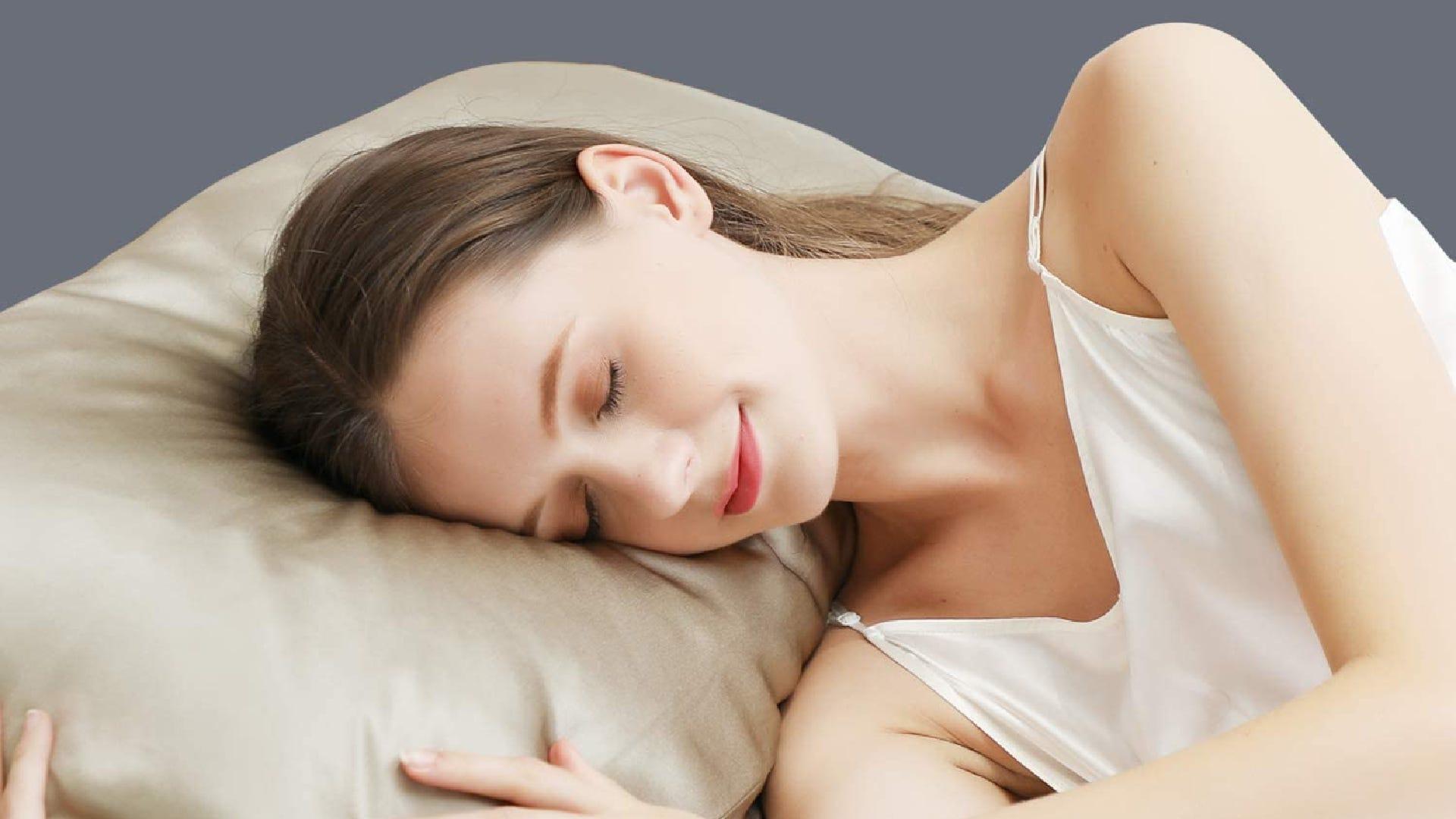 A woman sleeps on a silk pillowcase