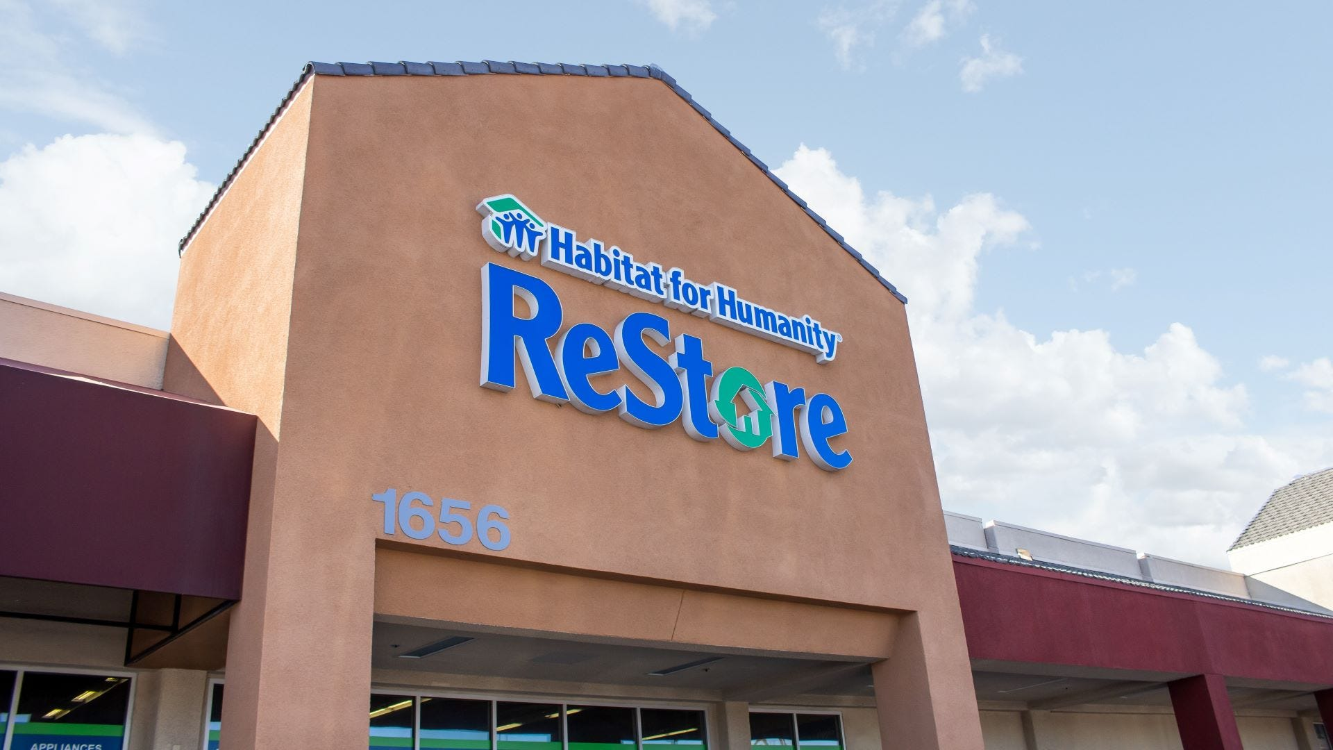 The front of a Habitat for Humanity Restore.