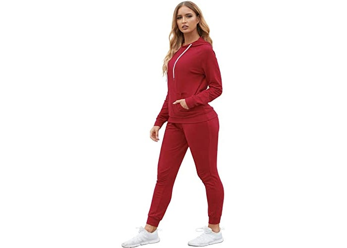 Blonde model in matching long-sleeved hoodie and jogger workout outfit.