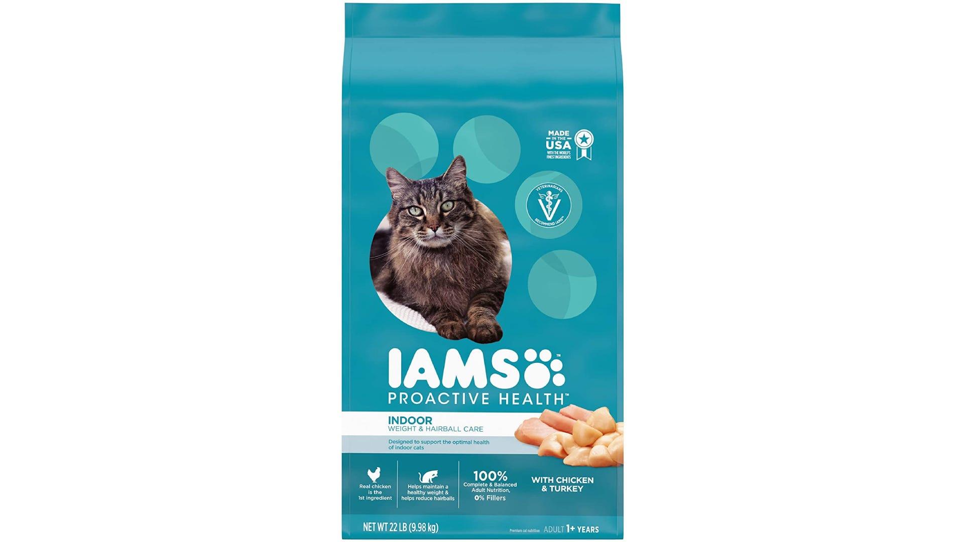 turquoise bag of Iams Protective Health dry cat food