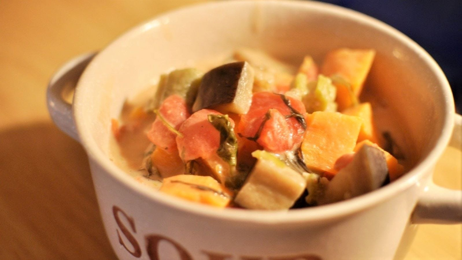 A soup bowl full of daraba.