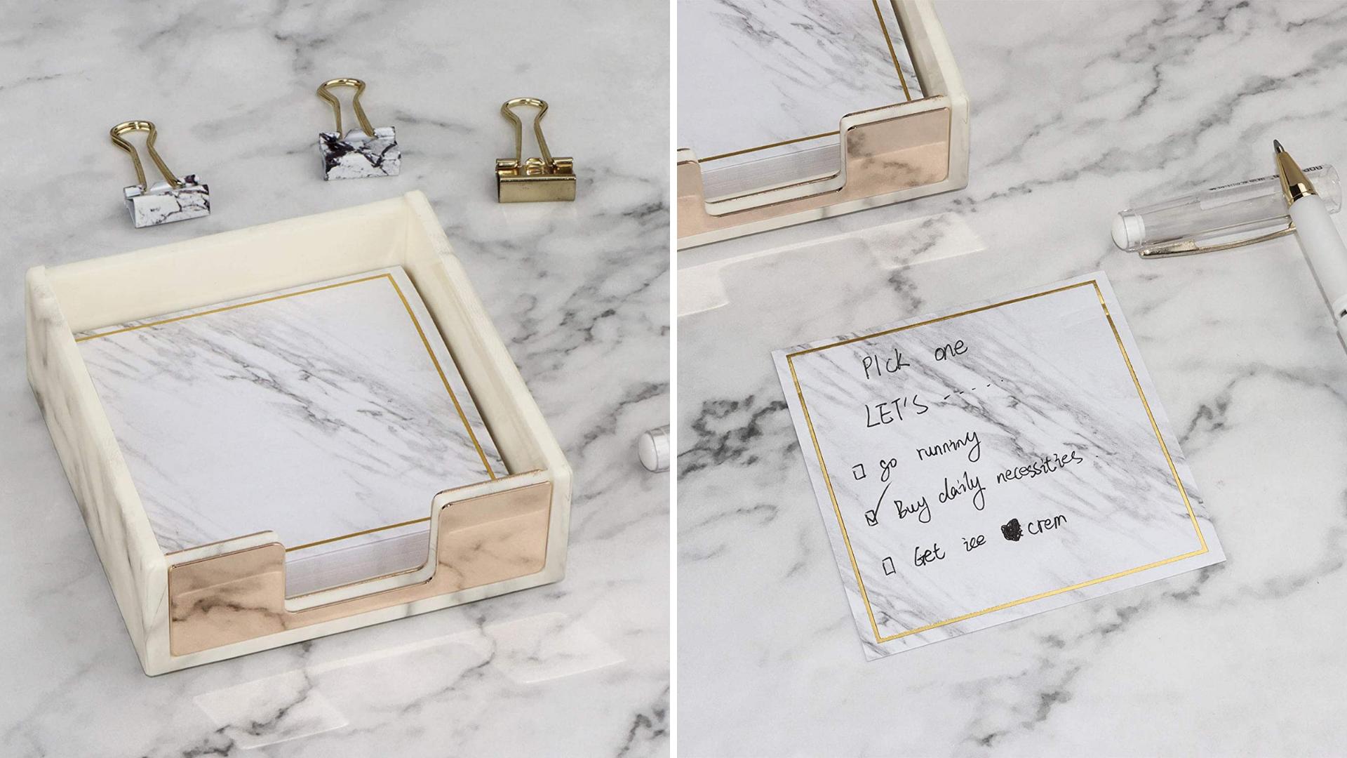 Les notes autocollantes sont faites pour ressembler à du marbre.