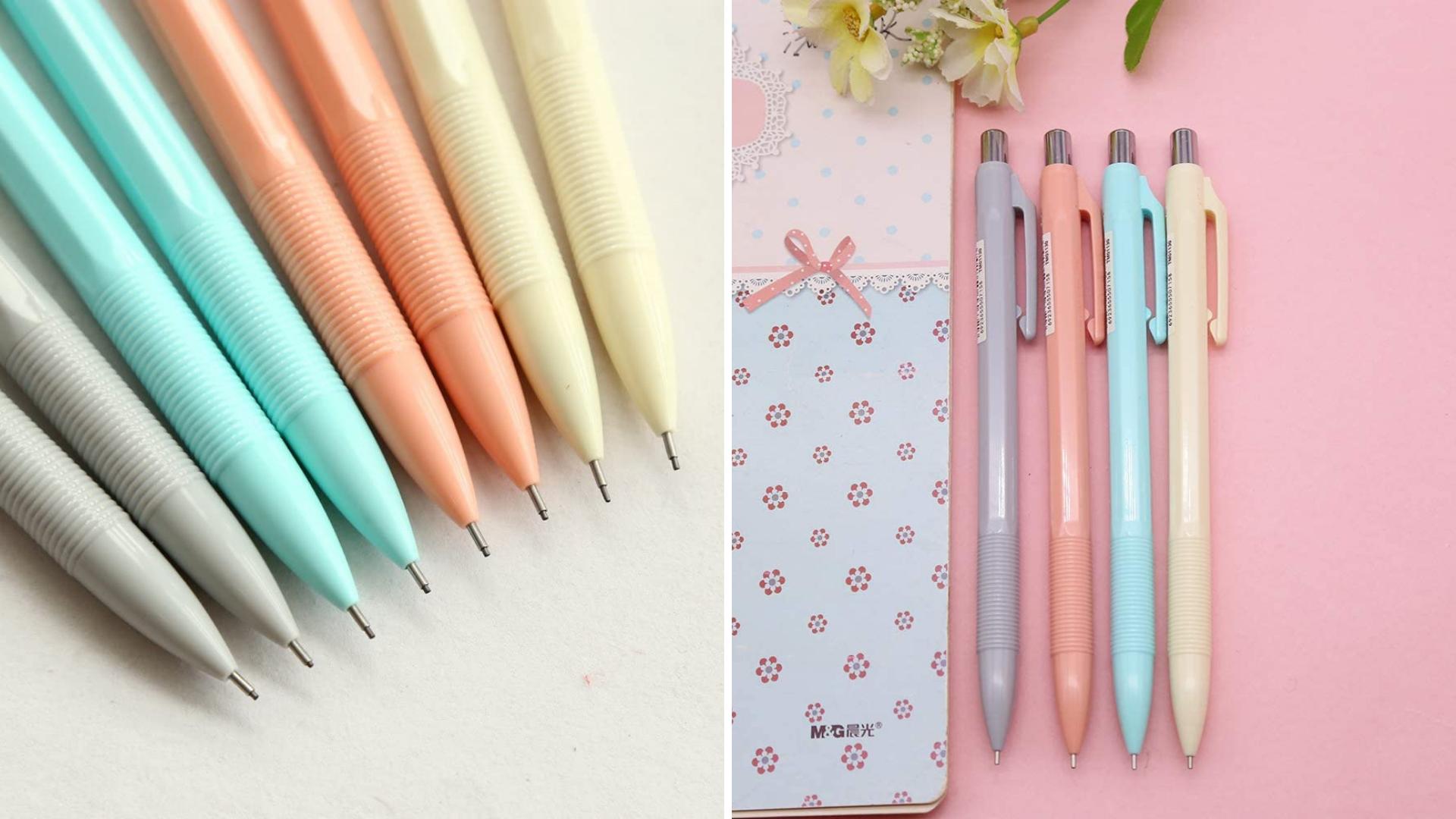 Un ensemble de crayons mécaniques aux teintes pastel est à côté d'un cahier.