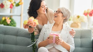 The Best Gifts to Make Your Mom Feel Special