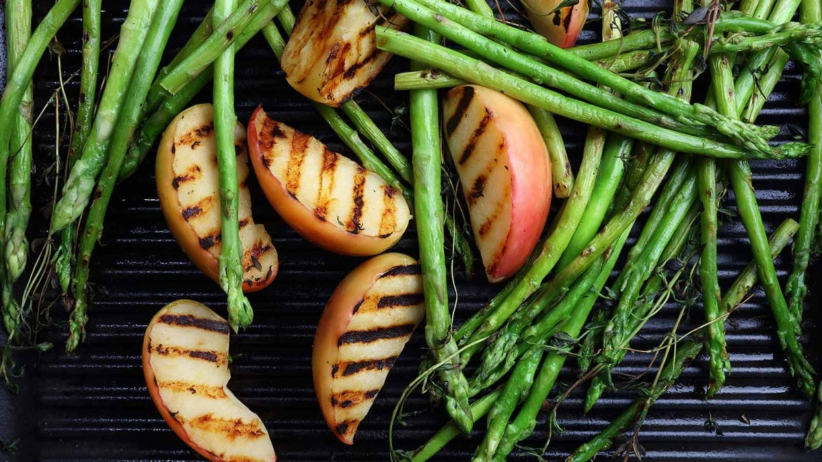 grilled apples and asparagus