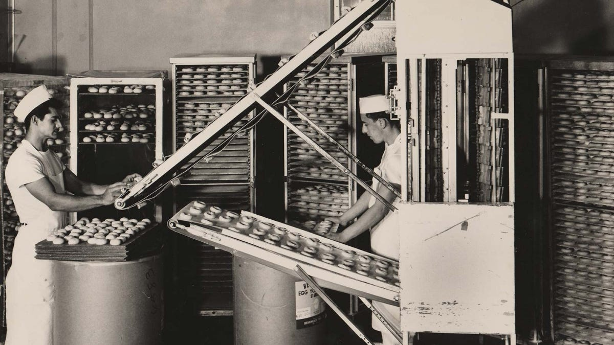Historic photo showing mid 20th-century automation in the Lenders bagel factory.