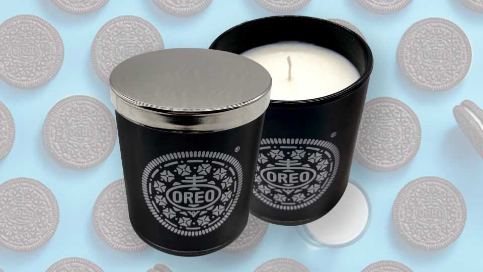An Oreo-themed candle.