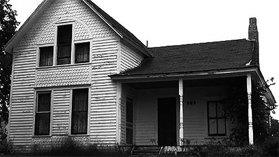 An old black and white photo of the Villisca Ax Murder House.