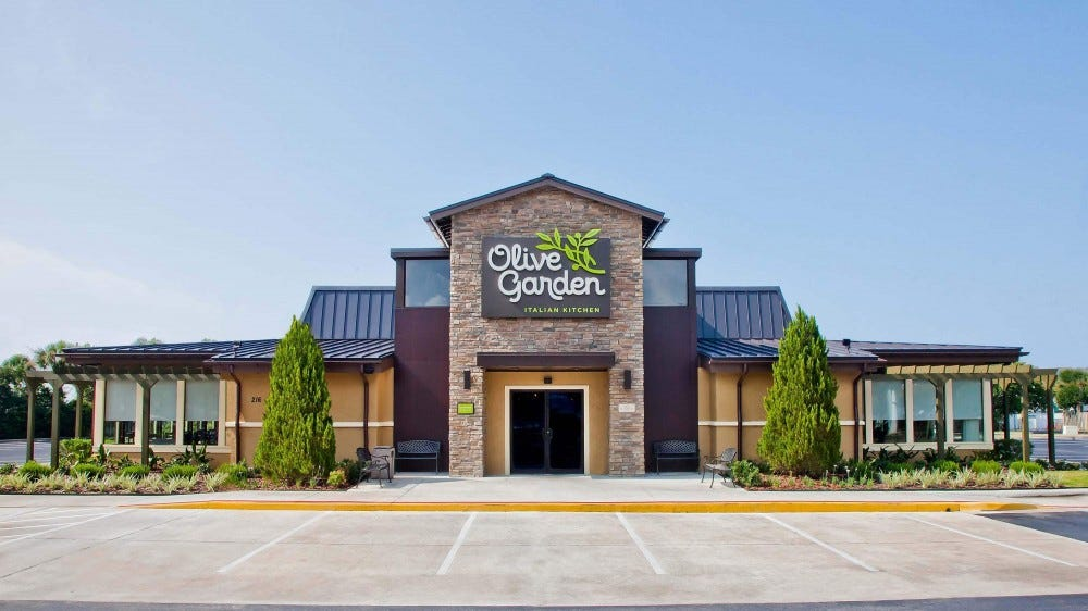 The front of an Olive Garden restaurant.