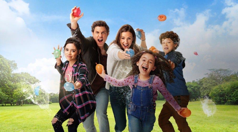 """Дженнифер Гарнер и актеры """"Да день"""" бросать шары с водой."""