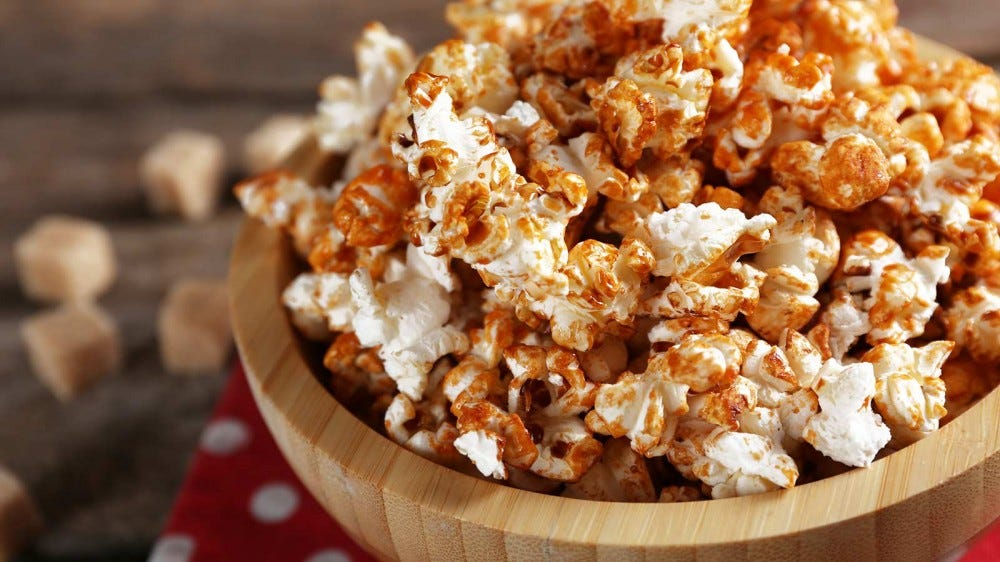Caramel popcorn in a wooden bowl.