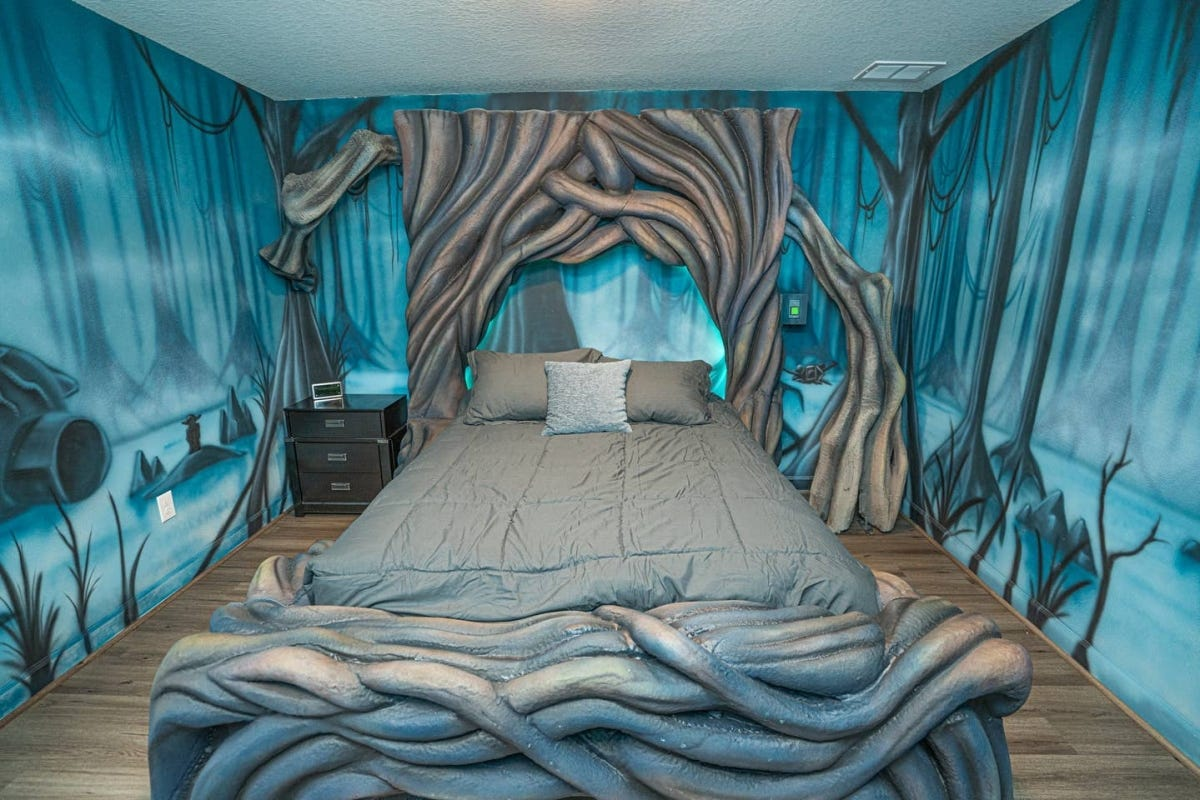 star wars airbnb bedroom decorated to look like Dagobah