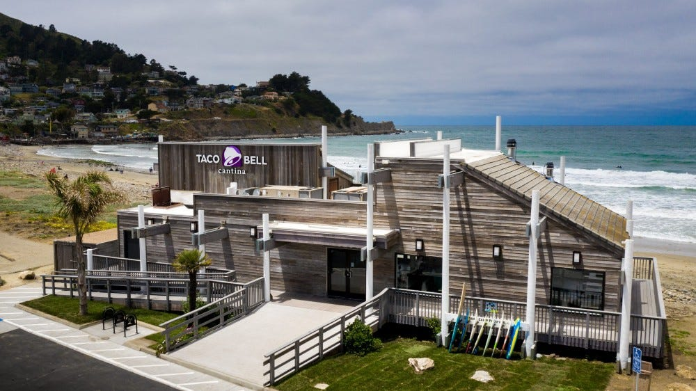 A Taco Bell is located next to the Pacific Ocean.