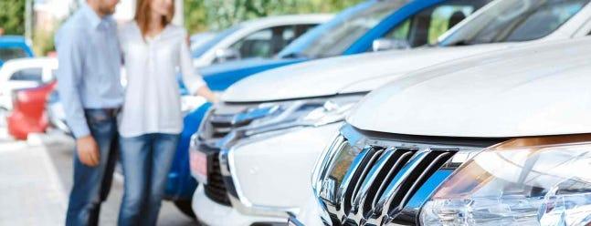 So überprüfen Sie die Historie eines Gebrauchtwagens vor dem Kauf